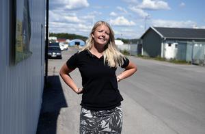 Annie Holmqvist jobbar på X-maskiner. På andra sidan vägen är återvinningscentralen där det för bara någon vecka sedan kryllade av råttor.