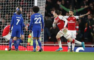 Arsenals Hector bellerin (tredje från vänsster) jublar efter sitt 2-2 på tilläggstid.