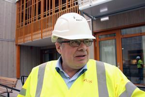 Lars Ringsby vid bygget av äldreboendet Hälsingebacken, som blev både försenat och dyrare än beräknat. Den här gången ska en totalentreprenör hålla i samordningen, säger Ringsby, chef för serviceförvaltningen.