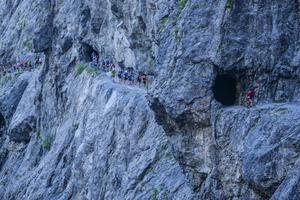 Etapperna i Alperna är av olika karaktär. Några är över fyra mil, medan det finns en sprintsträcka på sex kilometer som däremot innehåller över 1000 höjdmeter. Många spektakulära passager ska passeras på vägen.