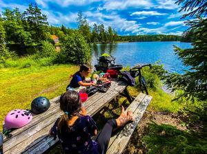 Strandberg och döttrarna tältade för det mesta längs vägen. Foto: Mikael Strandberg.