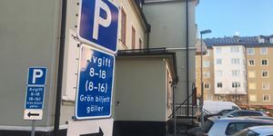 Fri parkering bör införas under coronapandemin, tycker skribenten.