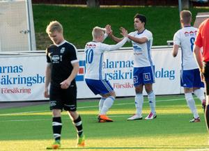1–0-skytten Simon Ingesson tackar framspelaren Karim Rebai.