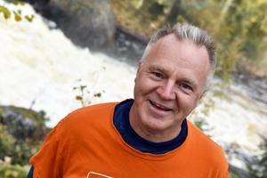 Oreälven utgör gränsen mellan Dalarna och Gävleborgs län. Älven bildar ett vackert vattenfall i Noppikoskiforsen