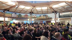 Cirka 250 personer kom till Folkets Hus i Bollsta för att vara med på medborgardialogen. Bild: Lars Sjödin