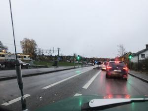 Efter grässlänten (till vänster i bild) kommer en parkering som knappt används. Foto: Mats Köbin