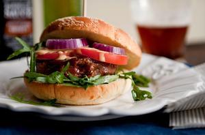Veganmat. Maffig veganburgare med chipotle- och tahinidressing. Bild: Christine Olsson/TT