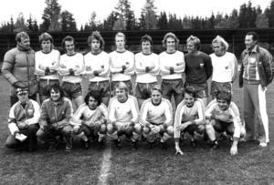 Här en klassisk Ope-elva från tiden under tränaren Janne Holmberg. De vann division 3 1977. Tränare Holmberg står längt uppe till vänster. Därefter Anders Wiktorsson, Stefan Albertsson, Ronny Kvilling, Lennart Hedström, Anders Widerdal, Thomas Nolervik, målvakten Ulf Jansson, Håkan