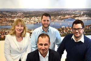 Investeringarna här i Sundsvallsområdet lockar, menar gruppcheferna Annette Johnsson, Jonny Andersson och Lars Jonsson. Här backar de upp bolagets vd Viktor Svensson.