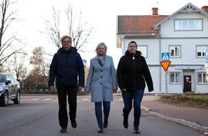 Kommunal sektion Ovansiljan varnar för   dålig arbetsmiljö. Från vänster Christina Olsson, förtroendevald, sitter i styrelsen för sektionen, Anna Dahlberg, sektionsordförande  och Maria Nordin förtroendevald från Älvdalen.