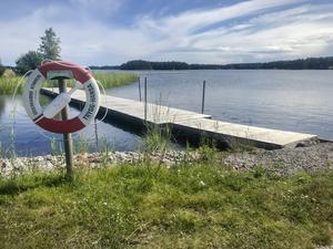 Pappan och sonen hade hyrt kajaker för att paddla en tur utanför Stenö havsbad. Men det skiftande vädret överraskade duon som hamnade i vattnet.