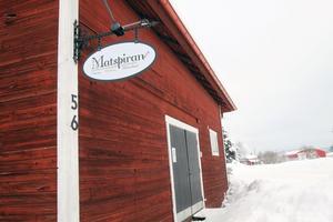 Längs vägen genom Heden ligger Matspirans lokaler.