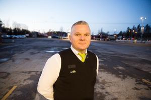 Ivo Martic jobbar som kamratstödjare och busschaufför för Nobina i Södertälje.