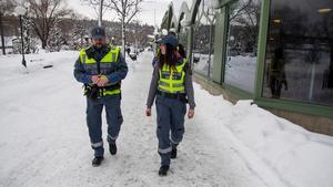 Conny Thörnell och Jennifer Persson har patrullerat gatorna i Söderhamn sedan 2015. Med tiden har de skaffat sig ett stort nätverk som de har nytta av i arbetet.