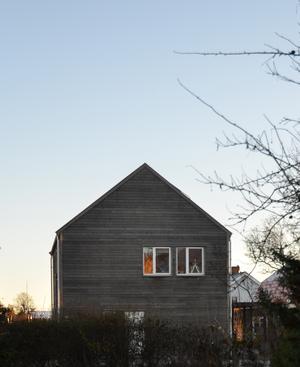 Den grå villan står ut på Stohagen. Foto: Anna-Lena Wickman/Anders Holmberg Arkitekter