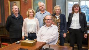 Insändaren riktar sig direkt till P7 i Arboga, det vill säga de styrande sju partierna. Från vänster: Dan Avdic Karlsson (V), Jonna Lindman (M), Hans Ivarsson (C), Anders Röhfors (M), Marie-Louise Söderström (C) och Marianne Samuelsson (L).