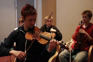 En kurs i isländsk folkmusik leddes av Sonny Blom, 26, musikhögskolestuderande från Härnösand.