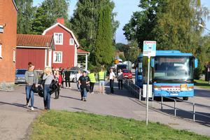 Driftledare från bussbolaget kollade med förarna att turen fungerat.