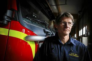 Räddningschefen Peter Danielsson konstaterar att branden fick ett mycket snabbt förlopp och att huset i princip var utom räddning när de första brandmännen kom fram.