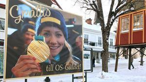 Frida Hansdotters berättarbänk kommer stå på torget i Norberg, platsen där hon firades efter att ha kommit hem med ett guld från OS i Peyongchang 2018.