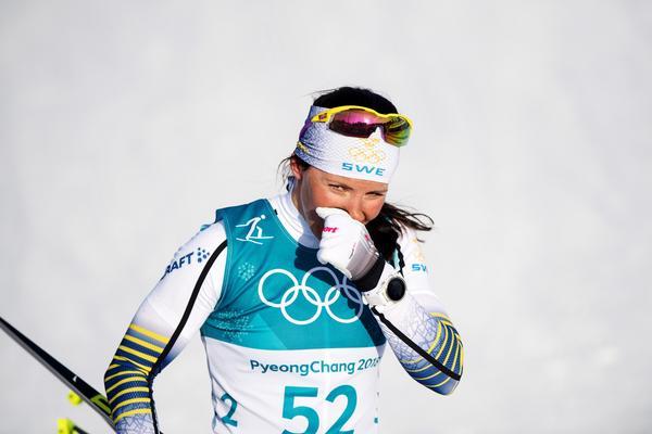 Charlotte Kalla tog silver i favoritdistansen 10 kilometer fritt. Ragnhild Haga, långt framför, gick inte att rå på. Foto: Jon Olav Nesvold (Bildbyrån).