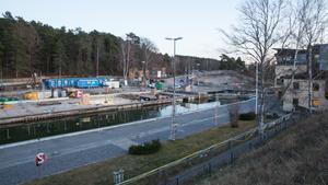 Ombyggnaden av slussen och kanalen står still.