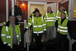 Driftchefen Ronnie Björkrot, tekniske chefen Stig Tördahl och kommunstyrelsens ordförande Mikael Peterson (S) var några av kommunens representanter under trygghetsvandringen.