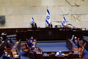Benny Gantz och nuvarande premiärminister Benjamin Netanyahu ska dela på styret av Israel framöver vilket öppnar för en förändring, skriver Mats Fält.