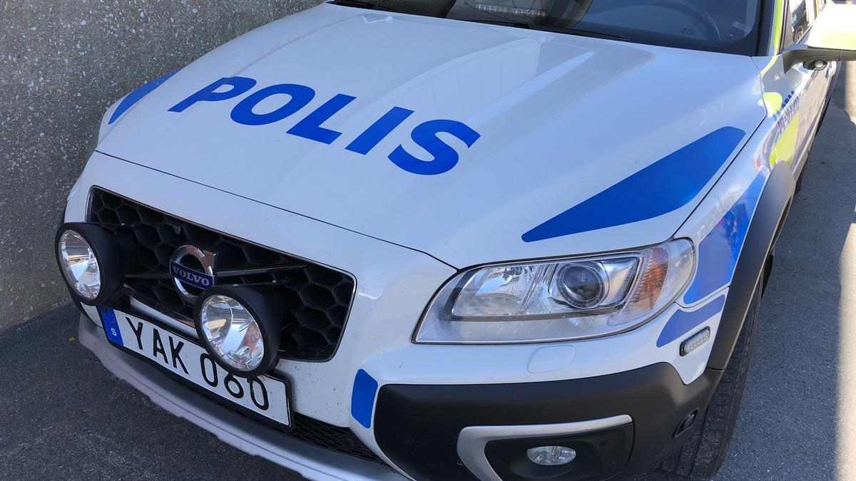a2eae787d9f2 Polisen beslagtog bil i Strömsund – föraren misstänks för grov olovlig  körning