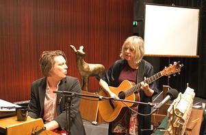 Deras gemensamma bakgrund i den svenska indiescenen gjorde att Andreas Kullberg och Marit Bergman snabbt fann varandra musikaliskt.