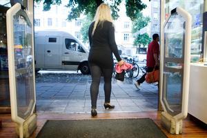 En kvinna från Leksands kommun snattade kläder från en affär i Mora. På väg ut från klädaffären gick larmet. Nu har kvinnan dömts för snatteri.  OBS: Bilden är tagen i ett annat sammanhang.  Foto Andreas Apell/TT