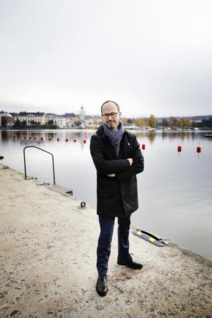 Infrastrukturminister Tomas Eneroth (S) vill se järnväg med hög kapacitet längs hela Norrlandskusten.