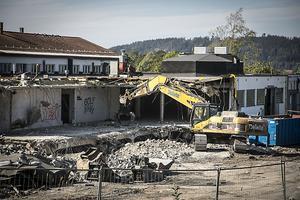 Det gamla slakteriet i Östersund beskrevs vara en av de ställen där Sollefteåbon arbetat under 2013. Den här bilden är från i somras när rivningen inleddes.