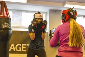 Charlotta Larsson bara tränar boxning, har gjort så i ungefär ett år.