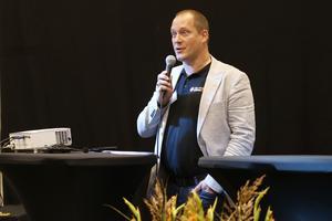Per Larsson höll tala när den nya sporthallen invigdes på Lärkan.