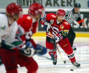 Peter Larsson var under 2001-02 poängkung med 44 poäng på 50 matcher. Här under en match år 2003. Bild: Sören Andersson/Bildbyrån.
