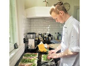 Jonathan Hammar gillar att använda svenska råvaror i sin matlagning.