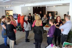 Invigningen lockade en hel del folk till Glesbygdskollektivets lokal på Fränstavägen.
