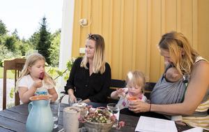 Mycket glädje –  men också mycket kamp. Så ser tillvaron ut hos familjerna Wintje och Norlin. Barnen Stella och Unni  har funktionsnedsättningar och behöver extra mycket hjälp och insatser från samhället.