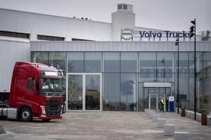 Volvo och tyska konkurrenten Daimler satsar på ett gemensamt bolag för att producera bränsleceller till tunga fordon. Arkivbild.