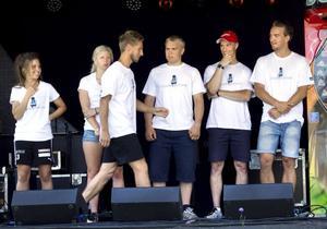 Evelina Hagström, Evelina Settlin, Björn Hedman, Stefan Svanbom, Fredrik Bergkvist och Erik Hellström (gående) gjorde upp om segern.