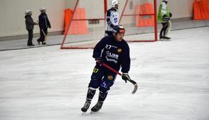 Falu BS-nyförvärvet Mikael Olsson avgjorde matchen mot Rättvik med ett riktigt snyggt solomål.