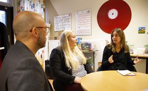 – Vi vill så klart ha en bra fungerande skola kvar, säger Ann-Sofie Däldehög, till höger, med föräldrarna Thomas Johnson och Rebecka Karlsson.