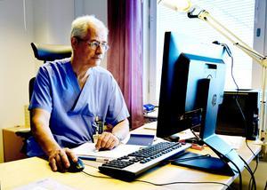 Jonas Wallvik, ordförande i Medelpads läkarförening, skulle vilja se en förändring så att läkare i Landstinget Västernorrland kunde arbeta som hyrläkare hos sitt eget landsting. Det tror han att båda parter skulle tjäna på.