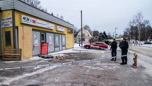 Enligt polisen ska en stulen bil använts för att ramma dörren till sportbutiken.