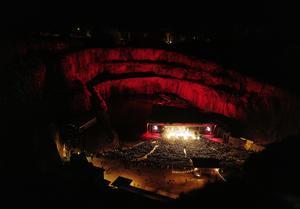 Rockkonserten i Dalhalla med trion Mando Diao, The Hives och The Sounds lockade många . Foto: pressbild/DMA