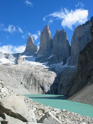Torres del Paine erbjuder en mångfald av miljöer. Paineberget med dess höga toppar når 3050 meter över havet. Foto: Mikael Johansson