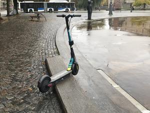Plaskdamm, fontän eller isbana? Betongcirkel på Järntorget ska fylla många funktioner men oftast är den bara en grå yta.Foto: Henrik Brändh