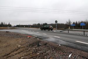 Till skillnad mot korsningar utmed riksväg 50 norr om Askersund saknas det belysning i korsningen R 51 och vägen mellan Hallsberg och Pålsboda.
