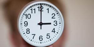 Natten mellan lördag och söndag ställer vi om klockan. Foto: TT/Larsen, Håkon Mosvold